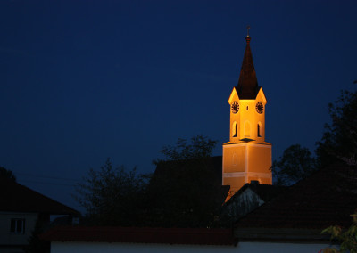 Stimmungsvoll: Beleuchtete Kirche